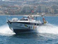 Barco a motor hasta 12 pasajeros