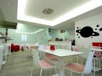 Cafeteria y zona de adultos