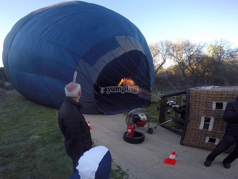 Preparing the balloon flight in Madrid