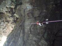 Rappel volado en Cueva Huerta