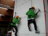 Practica la escalada en hielo