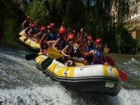 Rafting en el campamento multiaventura