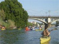 Pasea en kayak con amigos o en familia