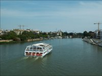 Embarcacion turistica en el Guadalquivir