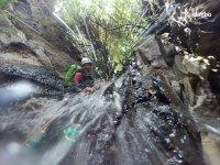 Bajando la cascada del barranco