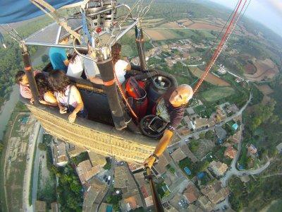 在奥索纳和维克的气球飞行与照片和文凭