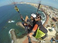 在加那利海岸滑翔伞
