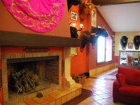Chimenea y decoracion taurina