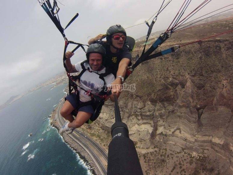 Maniobrando en parapente en Canarias