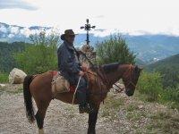 骑在Cardi Moixero骑马