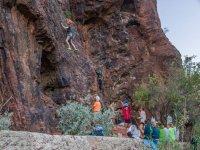 Grupo escalando por turnos