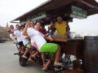 Bebiendo cerveza en la bici