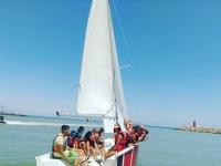 Practica la vela en el mar Mediterraneo