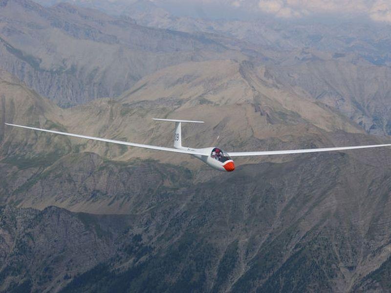 你有一个安静的滑行到令人兴奋的特技飞行