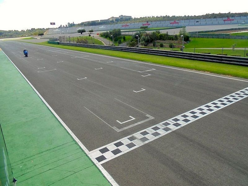 Pilota en circuitos profesionales