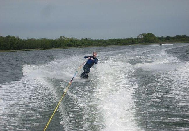 Haciendo wakeboard